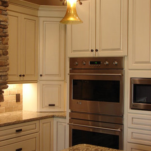 Delicieux Traditional Kitchen Appliance   Kitchen   Traditional Kitchen Idea In  Cleveland