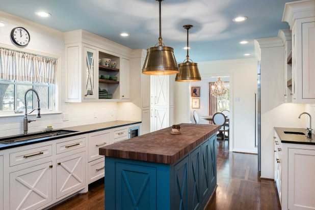 Traditional Kitchen by Blackline Renovations