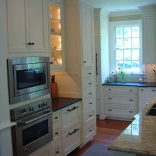 Traditional Kitchen by H2 Interior Design