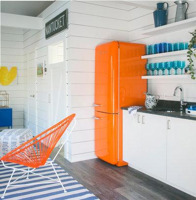 Coastal Kitchen by Diana Sawicki Interior Design Inc.