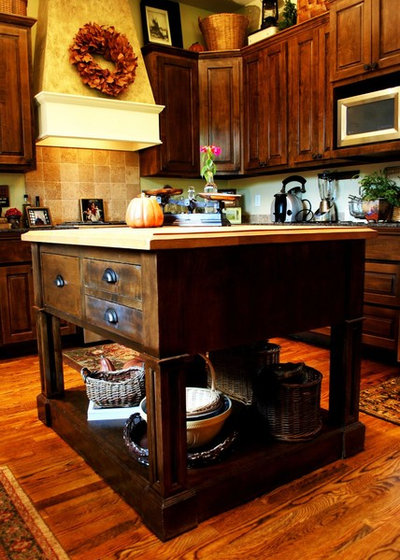 Stunning Traditional Kitchen by JOHN DANCEY Custom Designing Remodeling Building