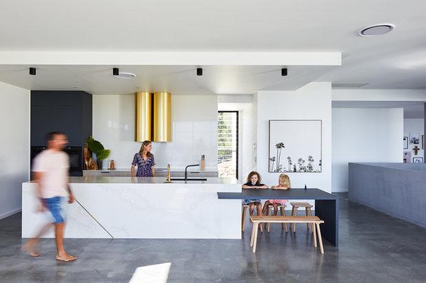Модернизм Кухня by Reece Keil Design