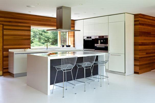 Midcentury Kitchen by Jeff Jordan Architects LLC