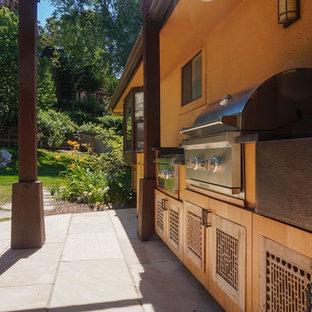 Modelo de cocina lineal, ecléctica, de tamaño medio, sin isla, con fregadero sobremueble, puertas de armario de madera clara, encimera de granito, electrodomésticos de acero inoxidable, suelo de terrazo, suelo beige y encimeras marrones