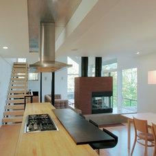 Modern Kitchen by Gossens Bachman Architects