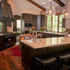 Traditional Kitchen by PATH21 Architecture