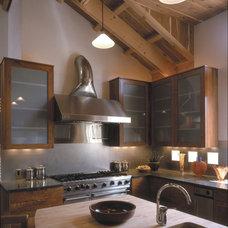 Mediterranean Kitchen by Black + Vernooy Architects