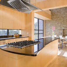 Contemporary Kitchen by LLB Architects