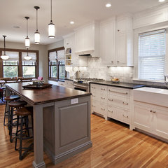 traditional kitchen by w.b. builders