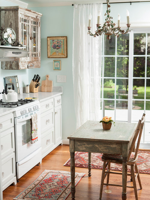small cottage style kitchens small cottage kitchen houzz 5375