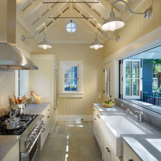 Traditional Kitchen by BCV ARCHITECTS