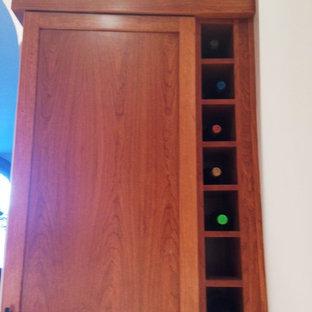 ボルチモアの中サイズのおしゃれなキッチン (シングルシンク、シェーカースタイル扉のキャビネット、中間色木目調キャビネット、クオーツストーンカウンター、シルバーの調理設備の、大理石の床、アイランドなし) の写真
