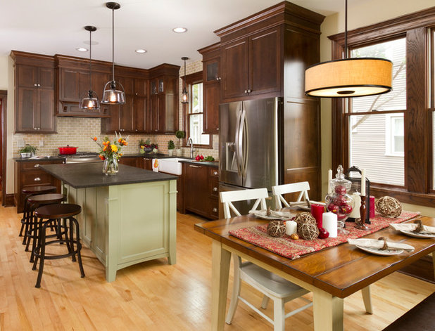 Traditional Kitchen by Fluidesign Studio