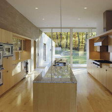 Modern Kitchen by Hanrahan Meyers Architects