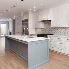 Contemporary Kitchen by Hudson Realty Group
