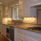American Classic - Traditional - Kitchen - Chicago - by Kitchen Classics - Charles Heller
