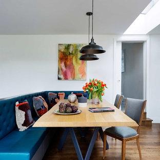 ロンドンの中くらいのコンテンポラリースタイルのおしゃれなキッチン (無垢フローリング、茶色い床、シルバーの調理設備) の写真