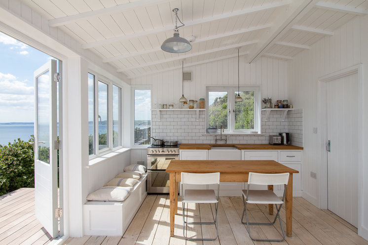 Beach Style Kitchen by McCaren