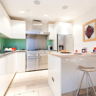 Eat-in kitchen - mid-sized contemporary l-shaped light wood floor eat-in kitchen idea in London with an undermount sink, flat-panel cabinets, white cabinets, glass sheet backsplash, stainless steel appliances and a peninsula