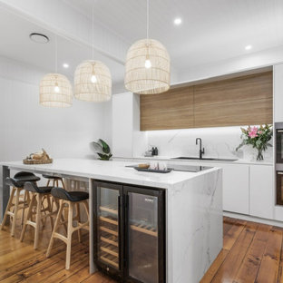 Inspiration for a beach style kitchen in Brisbane.