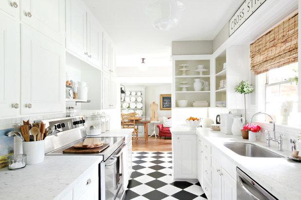 トラディショナル キッチン by Holly Mathis Interiors