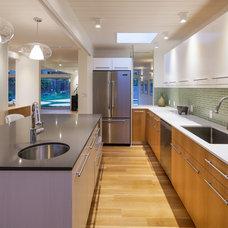 Midcentury Kitchen by levitt architects