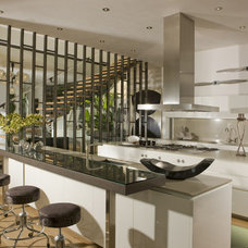 Modern Kitchen by TempleHome