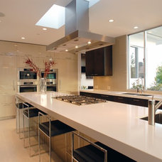 Modern Kitchen by Drake Construction, Inc.