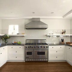 traditional kitchen by TNT Building Corporation
