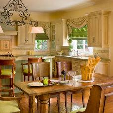 Traditional Kitchen by Karina Oldemans Interior Design