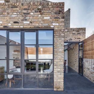 Idées déco pour une cuisine contemporaine en L de taille moyenne avec béton au sol.