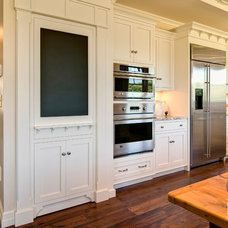 Traditional Kitchen by Colonial Craft Kitchens, Inc