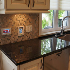 Traditional Kitchen by AV LOUNGE