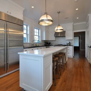 Traditional kitchen ideas - Elegant kitchen photo in New York with stainless steel appliances