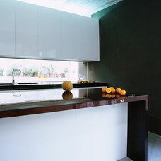 Contemporary Kitchen by Chris Briffa Architects