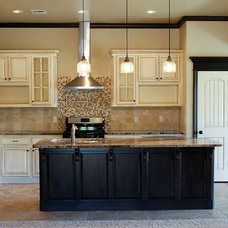 Traditional Kitchen by Red Door Design and Construction