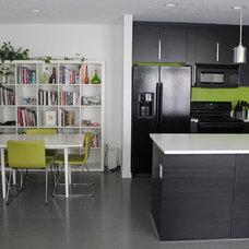 Modern Kitchen by Simple Floors - Portland