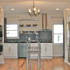 Modern Kitchen by DYS Home staging in N.J. by Yaxy  (908)7649593