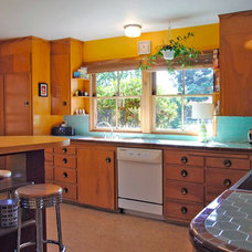 Modern Kitchen Home Staging - Occupied Homes