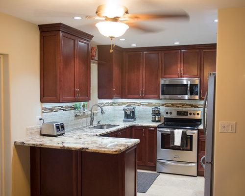 Small Kitchen Peninsula | Houzz