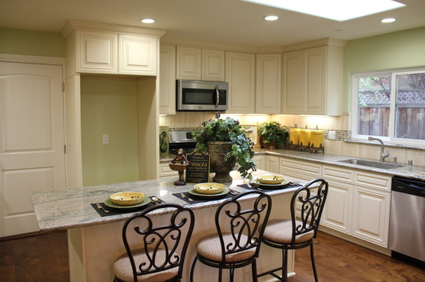 Traditional Kitchen by Woodard & Associates Inc.
