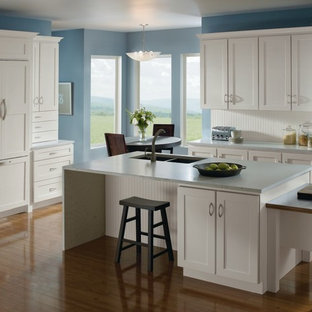 Charmant Eat In Kitchen   Mid Sized L Shaped Light Wood Floor Eat