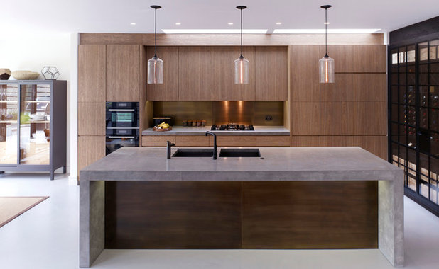 Contemporary Kitchen by Stiff as well as Trevillion