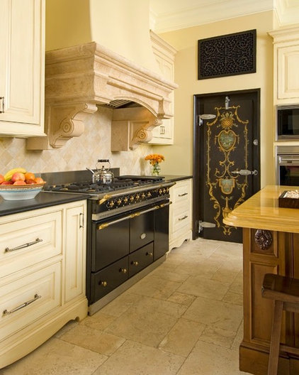 Traditional Kitchen by Hutts Realty