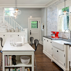 Traditional Kitchen by LINCOLN BARBOUR PHOTO