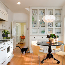 Contemporary Kitchen by LINCOLN BARBOUR PHOTO