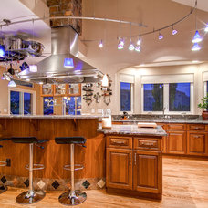 Traditional Kitchen by Virtuance