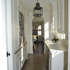 Kitchen by Slate Barganier Building, Inc