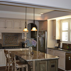 Traditional Kitchen by Slate Barganier Building, Inc