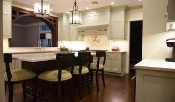 Hood and arch into family room